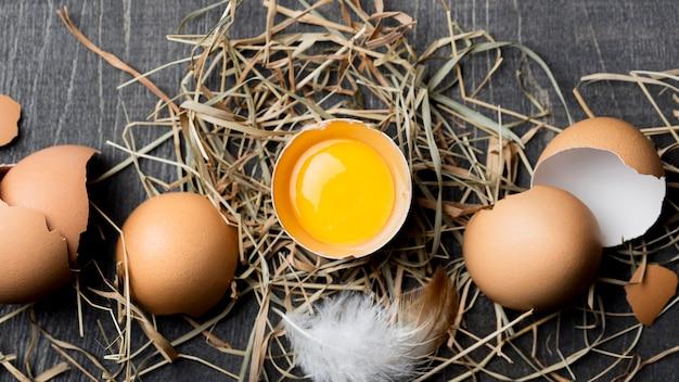 Widok z góry świeże jaja kurze