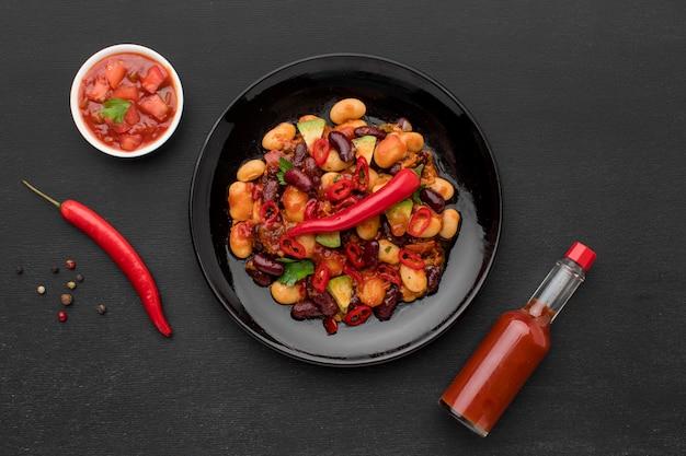 Widok z góry świeże meksykańskie jedzenie z chili