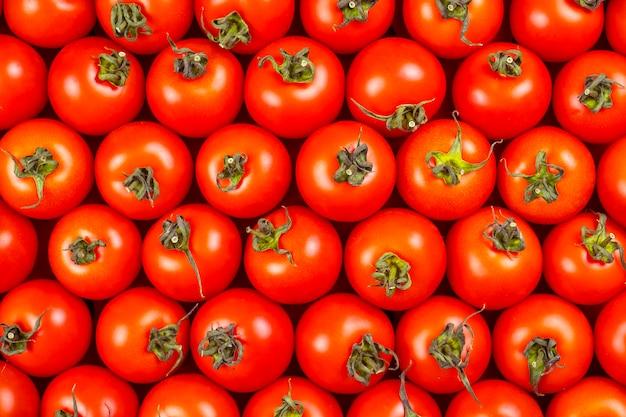 Widok z góry świeżych czerwonych pomidorów