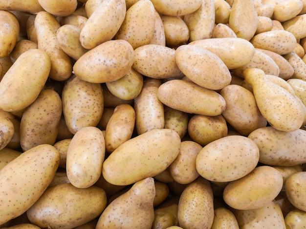 Widok z góry świeżych ziemniaków.