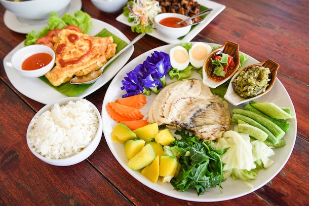 Widok z góry tajskie jedzenie z bliska