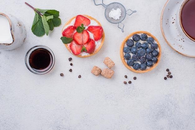 Widok z góry tarty owocowe z miodem