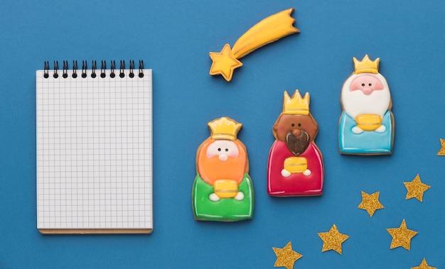 Widok z góry trzech królów z spadającą gwiazdą i notatnikiem