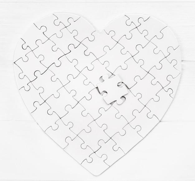 Widok z góry układanki w formie serca