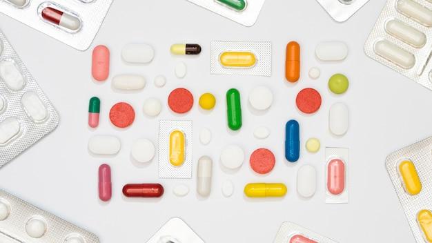Widok z góry wielu tabletek