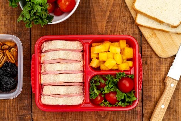 Widok z góry zapakowany zdrową żywność