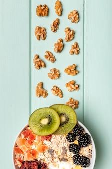 Widok z góry zdrowe śniadanie na stole