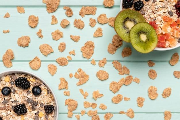 Widok z góry zdrowe śniadanie z musli