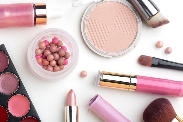 Widok z góry zestaw produktów do makijażu