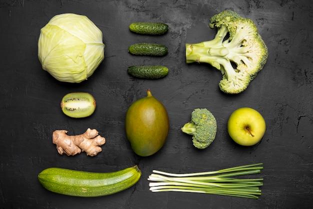 Widok z góry zielone warzywa i owoce