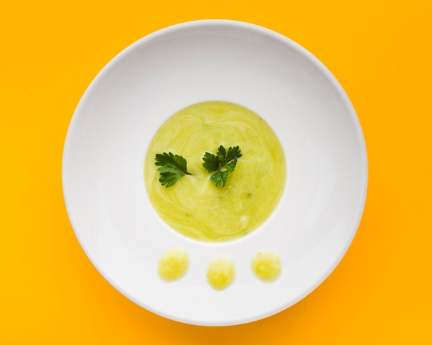 Widok z góry zielone zupy kremowe