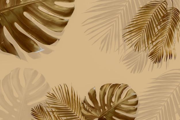 Widok z góry złotych tropikalnych liści i cienia na pastelowym brązowym kolorze tła