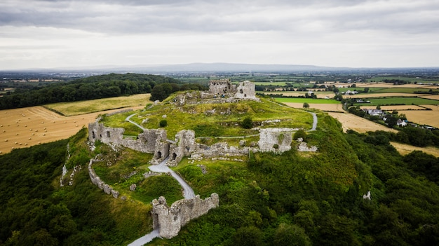 Widok z irlandzkich ruin