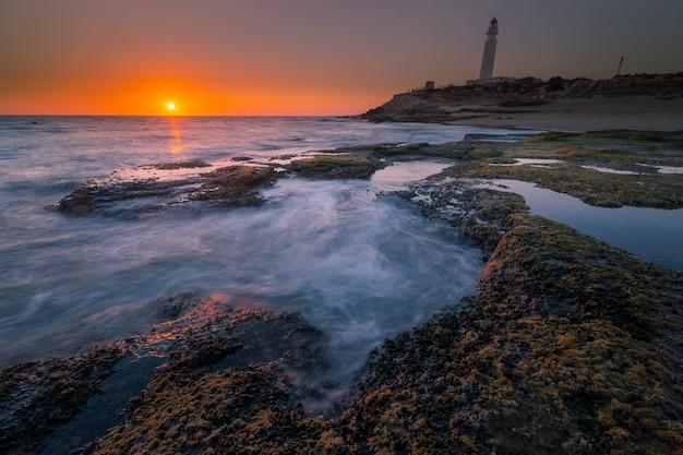 Widok z latarni morskiej trafalgar w kadyksie, w andaluzji w hiszpanii.