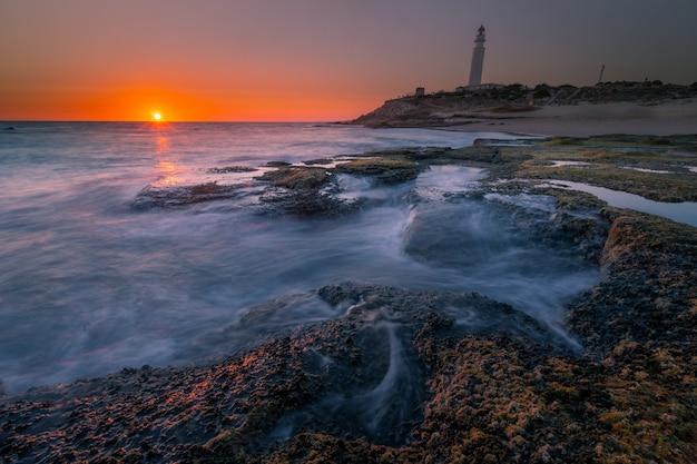 Widok z latarni morskiej trafalgar w prowincji kadyks w hiszpanii.
