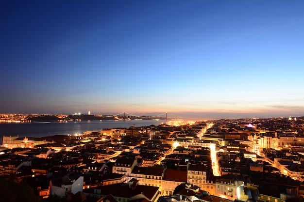 Widok z lizbony o zachodzie słońca.