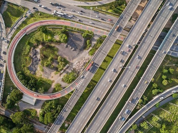 Widok z lotu ptaka autostrada w bangkok mieście thailand