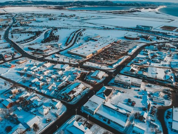 Widok z lotu ptaka budynków w ciągu dnia