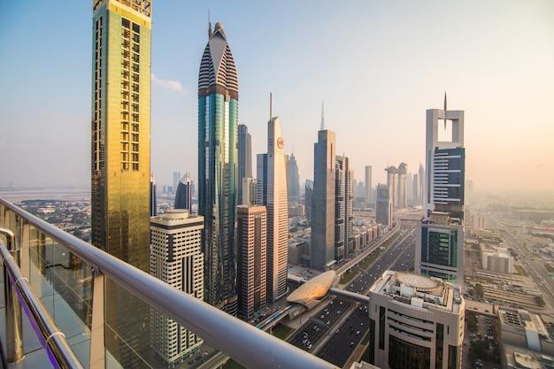 Widok z lotu ptaka centrum dubaju w jesienny dzień, zjednoczone emiraty arabskie