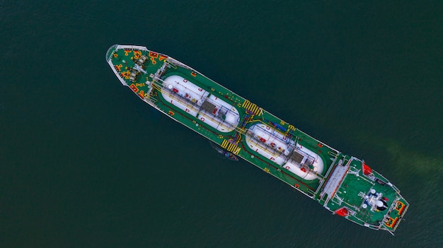 Widok z lotu ptaka cysterna lpg, import i eksport logistyki biznesowej transport ropy i gazu.