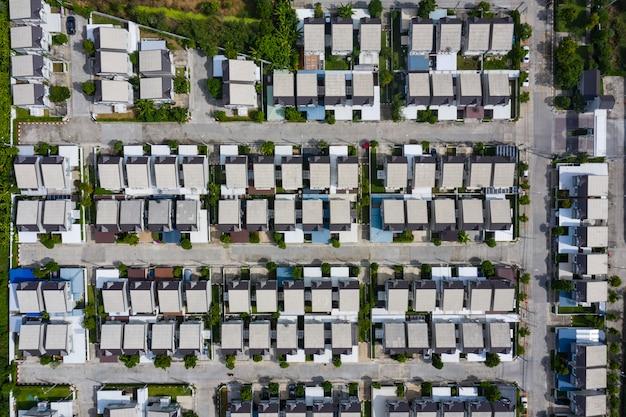 Widok z lotu ptaka domowa wioska w thailand use dla rozwoju ziemi i nieruchomości nieruchomości biznesu