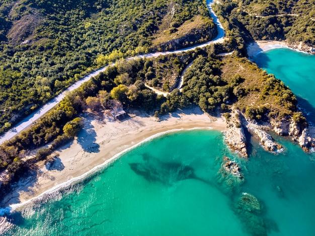 Widok z lotu ptaka drone starożytnego miasta stageira w halkidiki w grecji