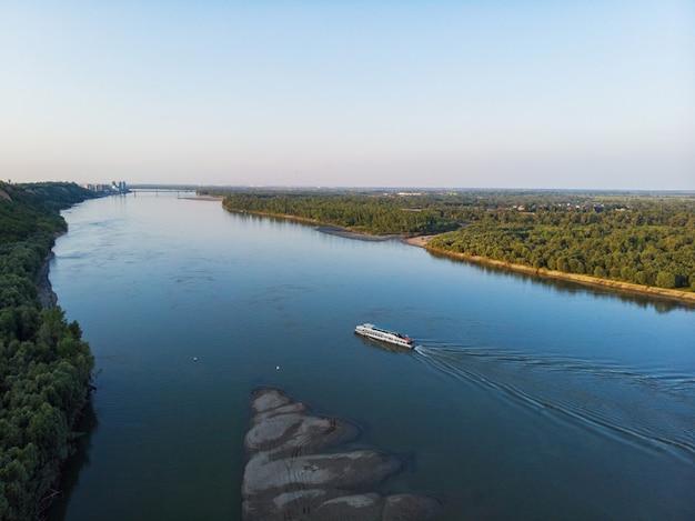 Widok z lotu ptaka duża syberyjska rzeka ob
