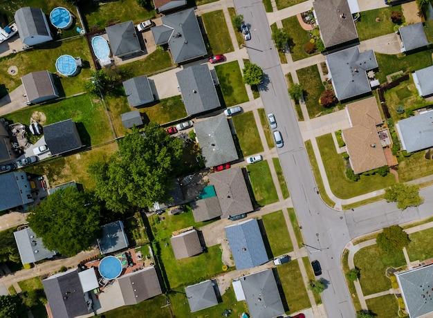 Widok z lotu ptaka dzielnic mieszkalnych w pięknym krajobrazie miejskim miasta parma oh usa