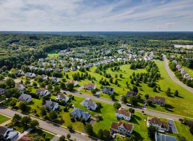 Widok z lotu ptaka dzielnic mieszkalnych w pięknym mieście krajobraz miejski nj