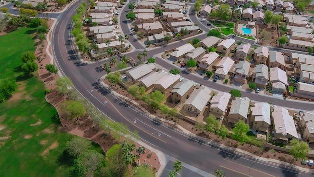 Widok z lotu ptaka dzielnic mieszkalnych w pięknym mieście krajobraz miejski w phoenix arizona usa