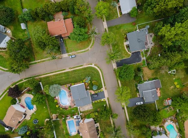 Widok z lotu ptaka dzielnic mieszkalnych w pięknym mieście miejskim, nj, usa