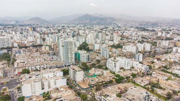 Widok z lotu ptaka gminy surquillo w mieście lima, peru