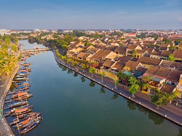 Widok z lotu ptaka hoi an starożytnego miasta w wietnamie
