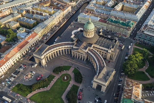 Widok z lotu ptaka katedry kazańskiej w sankt-petersburgu