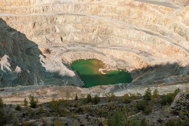 Widok z lotu ptaka kopalni miedzi w rosia poieni w rumunii