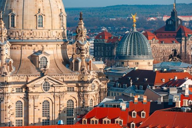 Widok z lotu ptaka kopuły i dachy drezno, niemcy