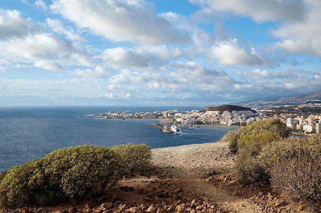 Widok z lotu ptaka. krajobraz wyspy wulkanicznej teneryfy.