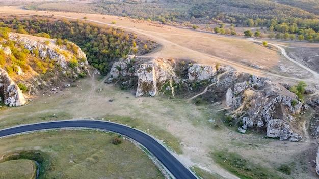 Widok z lotu ptaka krajobrazu wąwozów dobrudża