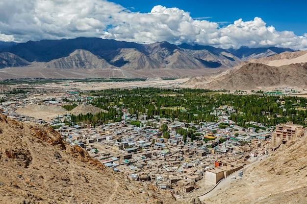 Widok z lotu ptaka leh. ladakh, indie