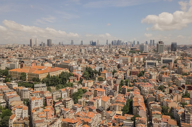 Widok z lotu ptaka miasta stambuł. wieżowce na tle
