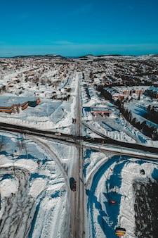 Widok z lotu ptaka miasta w zimie