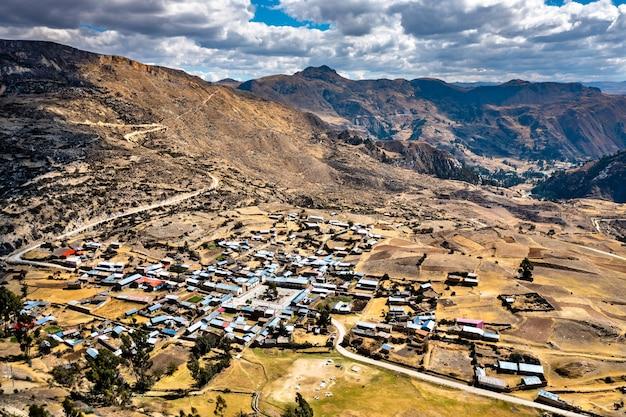 Widok z lotu ptaka miejscowości antacocha w peruwiańskich andach