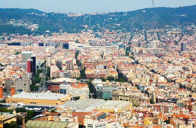 Widok z lotu ptaka na dzielnicę sants-montjuic. barcelona