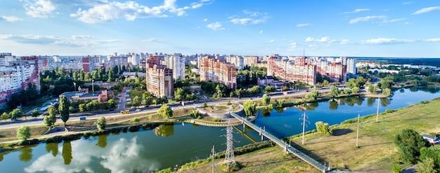 Widok z lotu ptaka na dzielnicę trojszczyńską w kijowie, stolicy ukrainy