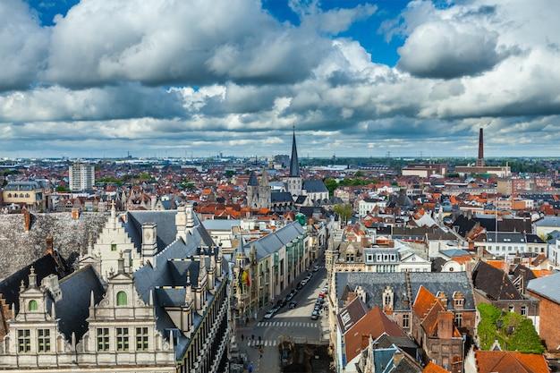 Widok z lotu ptaka na gandawę z dzwonnicy. gandawa, belgia