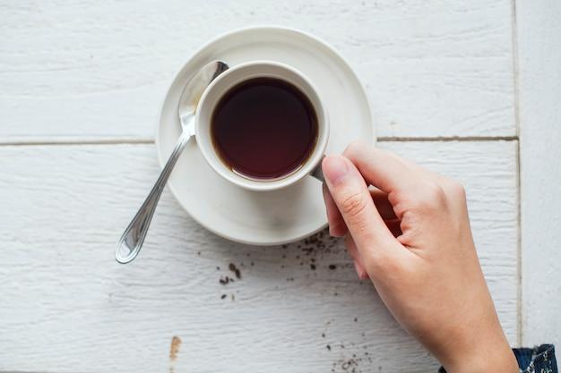 Widok z lotu ptaka na gorącą kawę