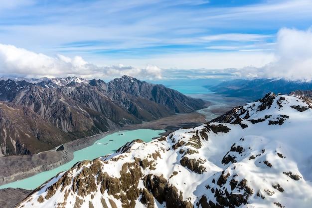 Widok z lotu ptaka na góry w nowej zelandii
