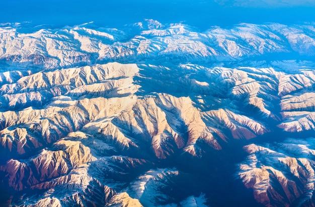 Widok z lotu ptaka na góry w północnej anatolii, turcja