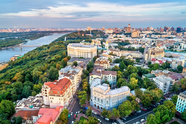 Widok z lotu ptaka na historyczne centrum kijowa, stolicy ukrainy