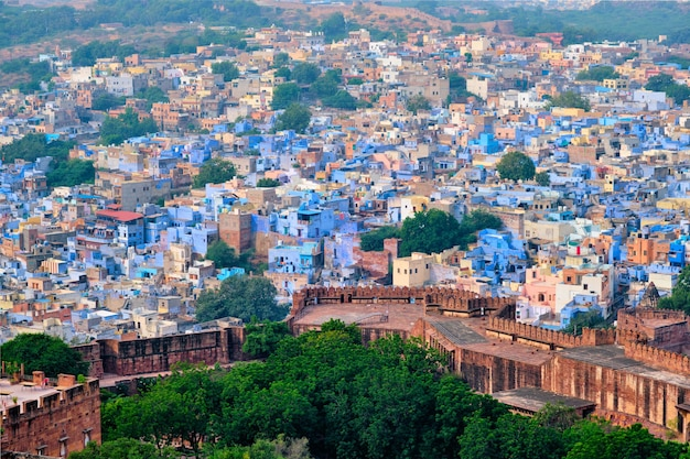 Widok z lotu ptaka na jodhpur niebieskie miasto jodphur radżastan w indiach